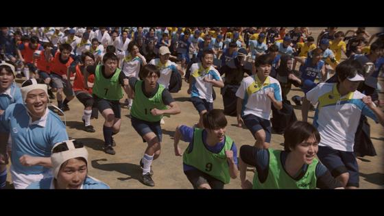 各競技の部活生たちがグラウンドや体育館を舞台にダンスを披露1