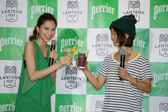 河北麻友子さんと詩歩さんがフェスの初上陸を祝って乾杯