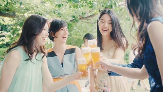 滝川クリステルさん、井ノ原快彦出演「エビスビール」新CM1