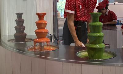 チョコレートソースは3種類から2種類を選ぶ