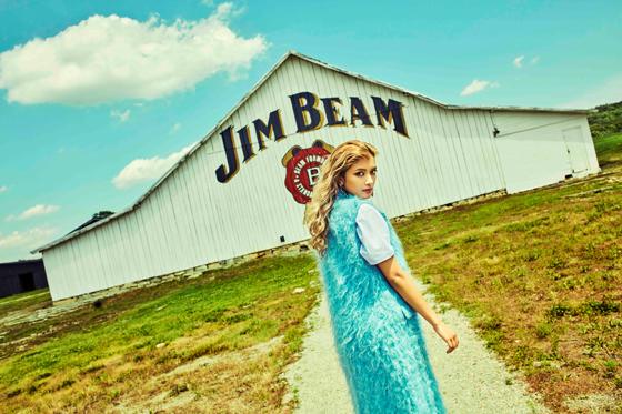 ローラさんがディレクションした「ジムビーム」の伝統と歴史を表現した広告