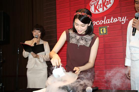 三吉彩花さんが「氷点下ショコラトリー」の作成に挑戦