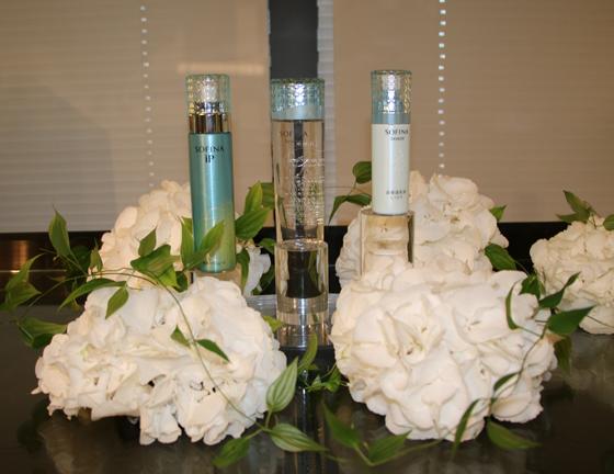 左からiP 美活パワームース、化粧水、乳液