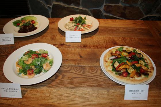 夏野菜のローストマヨピッツァ、ロメインレタスと海老のマヨソテーパスタ