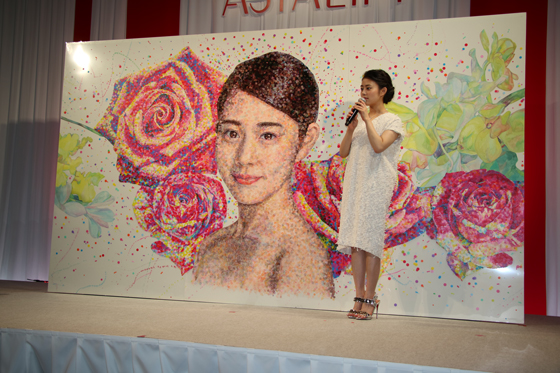 丸シールを使い高畑充希さんを描いた丸シールアート作品