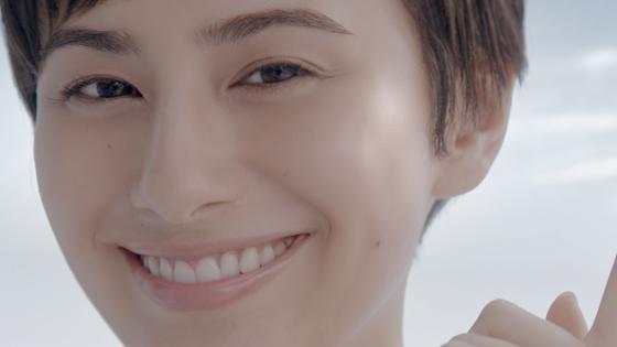 ホラン千秋さん出演「肌美精」新CM1