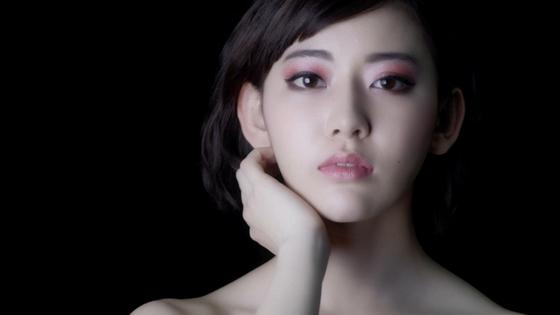 HKT48/AKB48の宮脇咲良さんを起用「KATE メタルグラマーアイズ」動画